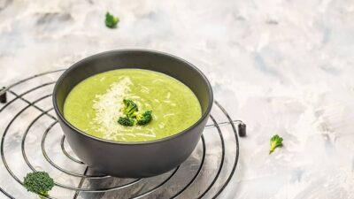 Bulgarian creamed zucchini soup